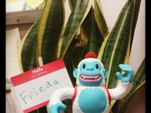 """Freddie Yeti arrived from @MailChimp today! He's already BFFs with Frieda the Office Pla… http://t.co/3i86Brvopy"""